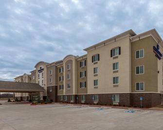 Candlewood Suites Midwest City - Del City - Building