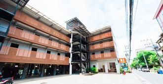 โรงแรมบีทู สันติธรรม - เชียงใหม่ - อาคาร