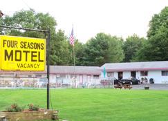 Four Seasons Motel - Catskill - Vista del exterior