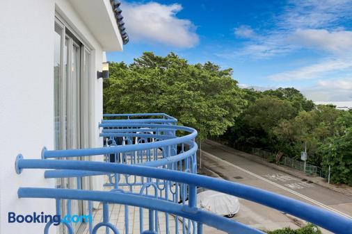 The Cove Hostel - Tong Fuk Dolphin - Hong Kong - Balcony