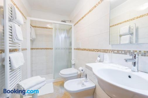 Hotel Mercurio Venezia - Venice - Bathroom