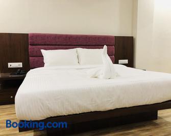 Hotel Ak Suites - Patiala - Bedroom