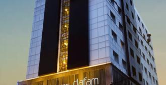 Hotel Dafam Pekanbaru - Pekanbaru - Building