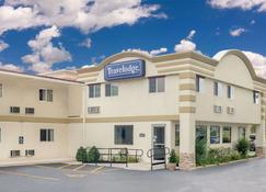 Travelodge by Wyndham Lima OH - Lima - Building