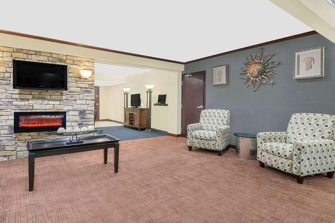 Travelodge by Wyndham Lima OH - Lima - Living room
