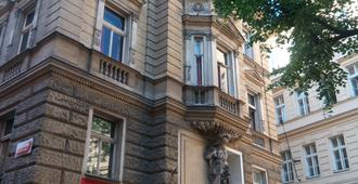 Chili Hostel - Prague - Building