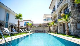 Avalon Boutique Hotel & Suites - Alacati - Pool