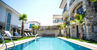 Avalon Boutique Hotel & Suites - Alacati - Pool