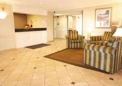 La Quinta Inn & Suites by Wyndham Chicago Gurnee - Gurnee - Lobby