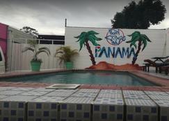 Express Inn Panama International Airport Hostel - Ciudad de Panamá - Piscina