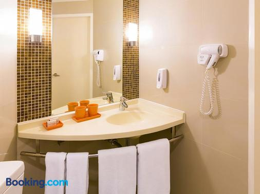 Ibis Bangkok Riverside - Bangkok - Bathroom