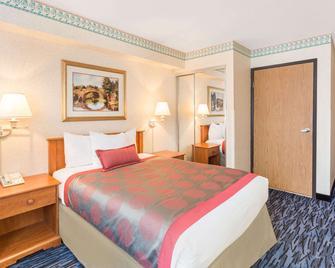 Ramada Kent Seattle Area - Kent - Bedroom