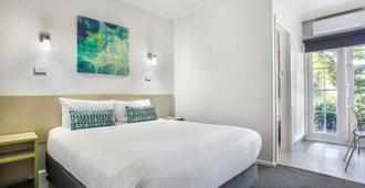 Nightcap at Skyways Hotel - Melbourne'dan