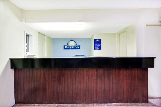 Days Inn by Wyndham Douglasville-Atlanta-Fairburn Road - Douglasville - Front desk