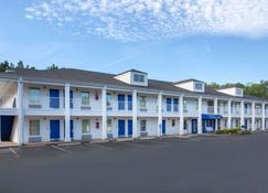 Baymont by Wyndham Greenwood - Greenwood - Building