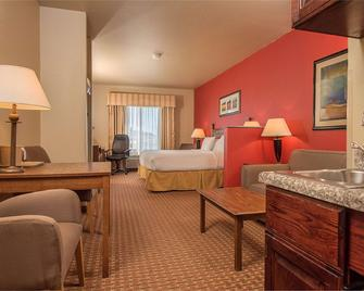 Baymont Inn & Suites by Wyndham Sturgis - Sturgis - Ložnice