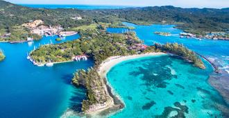 Fantasy Island Beach Resort - Coxen Hole