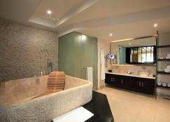 Intercontinental Mauritius Resort Balaclava Fort - Balaclava - Bathroom