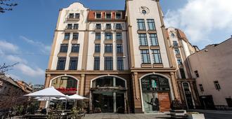 Rius Hotel - Leópolis - Edificio