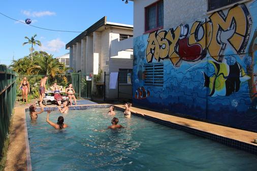 Asylum Cairns Backpackers Hostel - Cairns