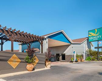 Quality Inn Near Lake Marble Falls - Marble Falls - Building