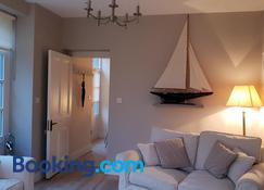 The Coach House Douglas - Корк - Living room