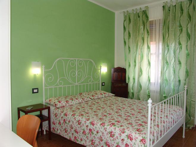Bed & Breakfast Myosotis - Pisa - Habitación