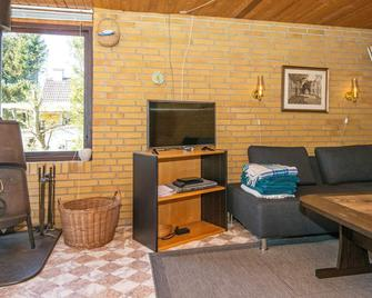 Beautiful Holiday Home In Grenaa Near The Sea - Grenaa - Living room