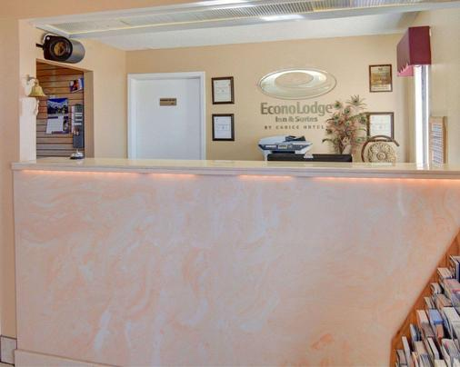 Econo Lodge - Decatur - Front desk