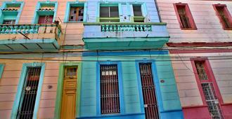 Casa Colonial Pedro Y Mary - Havana - Building