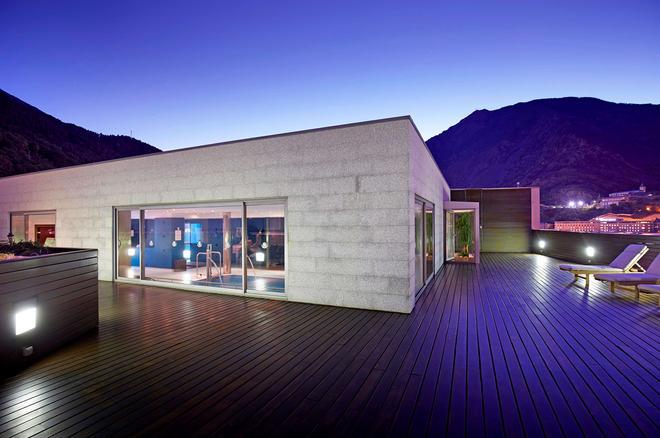 Golden Tulip Andorra Fenix Hotel - Les Escaldes - Building