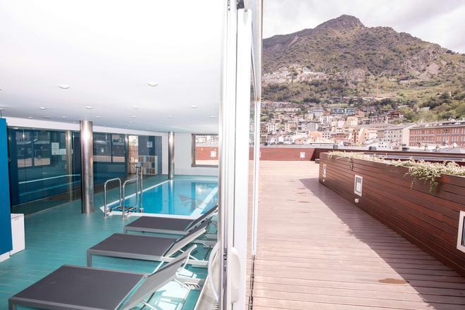 Golden Tulip Andorra Fenix Hotel - Les Escaldes - Pool