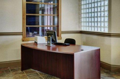 Lakeview Inns & Suites - Fort Saskatchewan - Fort Saskatchewan - Front desk
