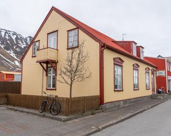 Guesthouse Isafjordur Gamla - Isafjordur - Gebäude