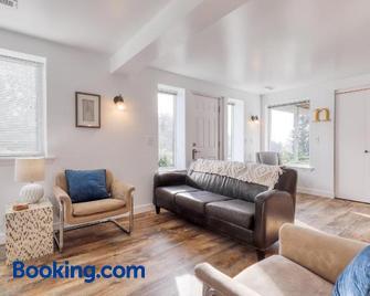 The Nest - Gig Harbor - Living room