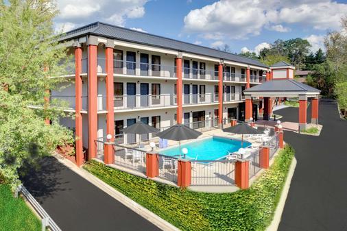 Clarion Inn Biltmore Village - Asheville - Toà nhà
