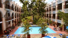 Hotel Doralba Inn - Mérida - Piscina
