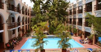 Hotel Doralba Inn - מרידה - בריכה