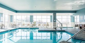 Holiday Inn Express & Suites Madison - Madison