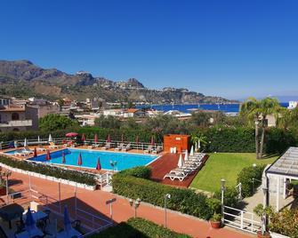 Residence Villa Giardini - Giardini Naxos - Pool