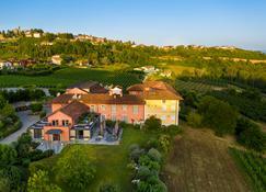 Relais Villa D'Amelia - Alba - Rakennus