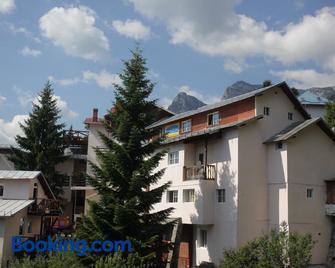 Hostel Casa Cristina - Busteni - Edificio