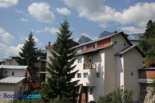Casa Cristina - Buşteni - Building