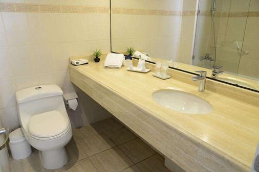 Panamericana Hotel Providencia - Santiago - Bathroom