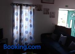 Casa dos Valentes - Santo Espírito - Living room