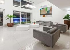 Ramada Hotel & Suites Campos Dos Goytacazes - Кампос - Лобби
