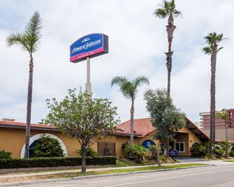 Howard Johnson by Wyndham National City/San Diego South - National City - Building