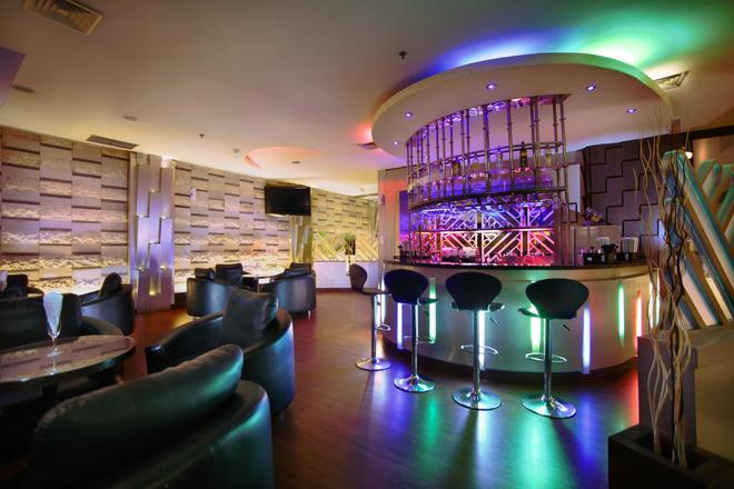Aston Pontianak Hotel and Convention Center - Pontianak - Bar