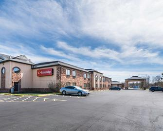 Econo Lodge - Streetsboro - Building