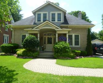 Cottage on Caledonia Bed & Breakfast - Stratford - Gebouw